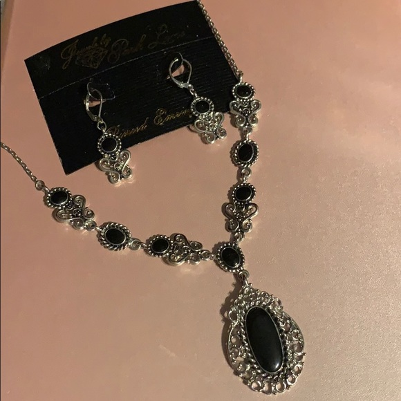 Park Lane Jewelry - New Park Lane Necklace & Earring Set